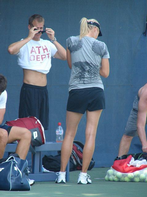 Hmm,sexy Maria Sharapova !!