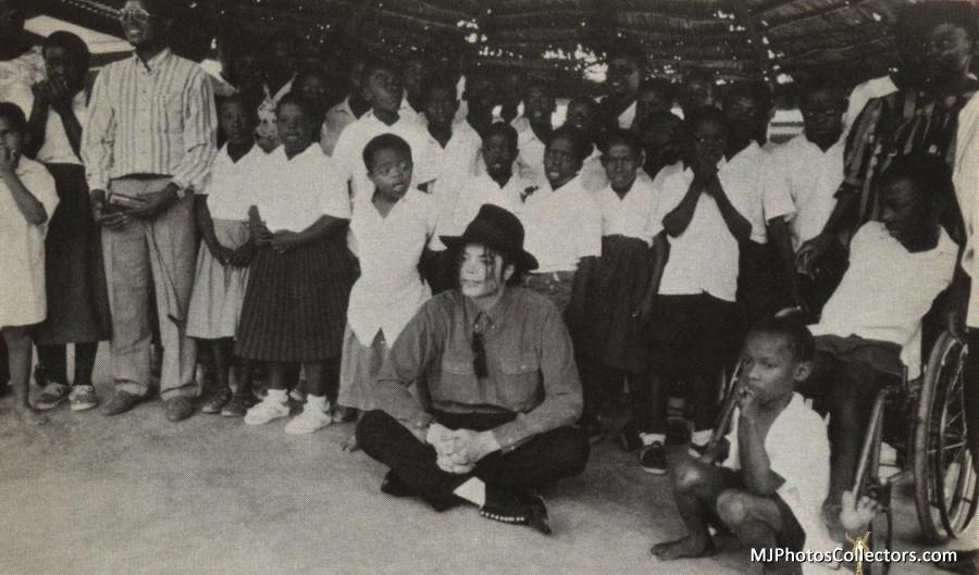 MJ-Africa-michael-jackson-16340415-900-529.jpg