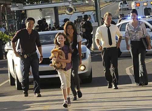 Makenzie Foy in Hawaii Five-0 (Still)