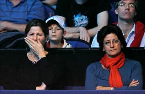 Mirka Federer tired !