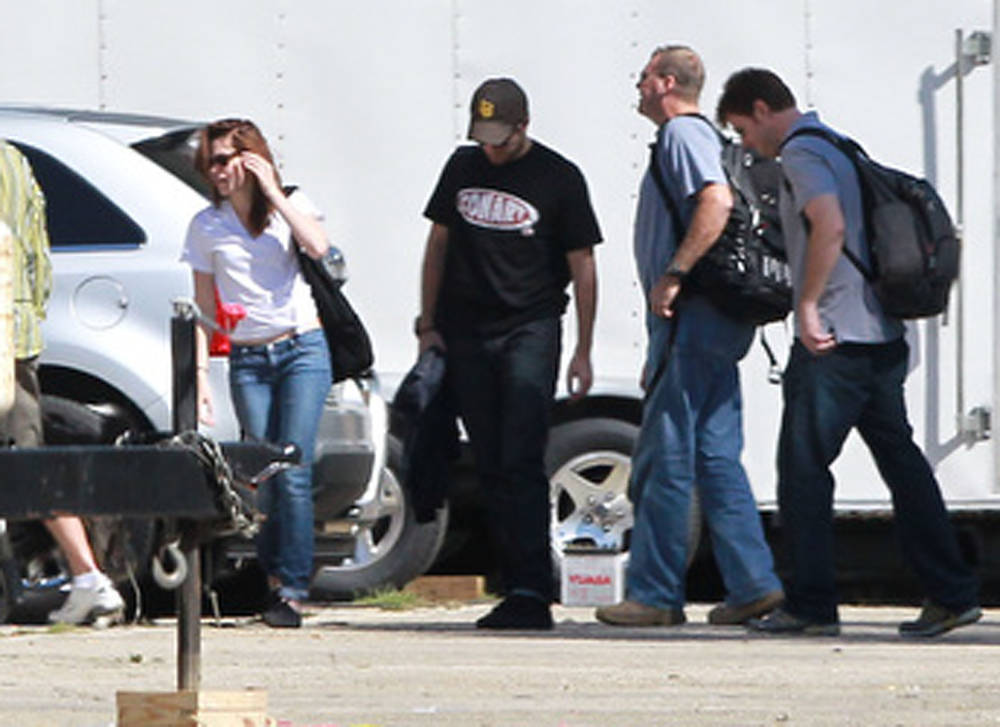 New pics of Robert & Kristen - Oct15th, 2010
