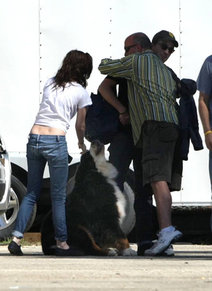 New pics of Robert & Kristen - Oct15th, 2010