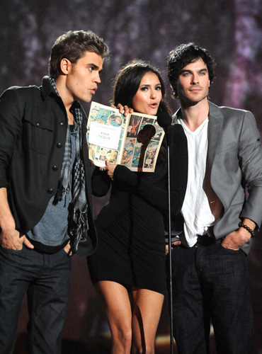 Paul Wesley and Nina Dobrev wallpaper containing a business suit entitled Paul & Nina_Scream Awards, October 2010