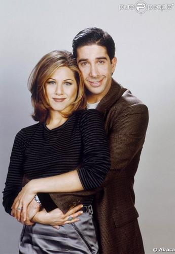 Ross Geller Hintergrund containing a well dressed person called Rachel Green and Ross Geller