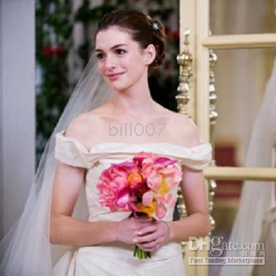 Bride Wars wallpaper possibly containing a bridesmaid, a gown, and a portrait entitled Stills