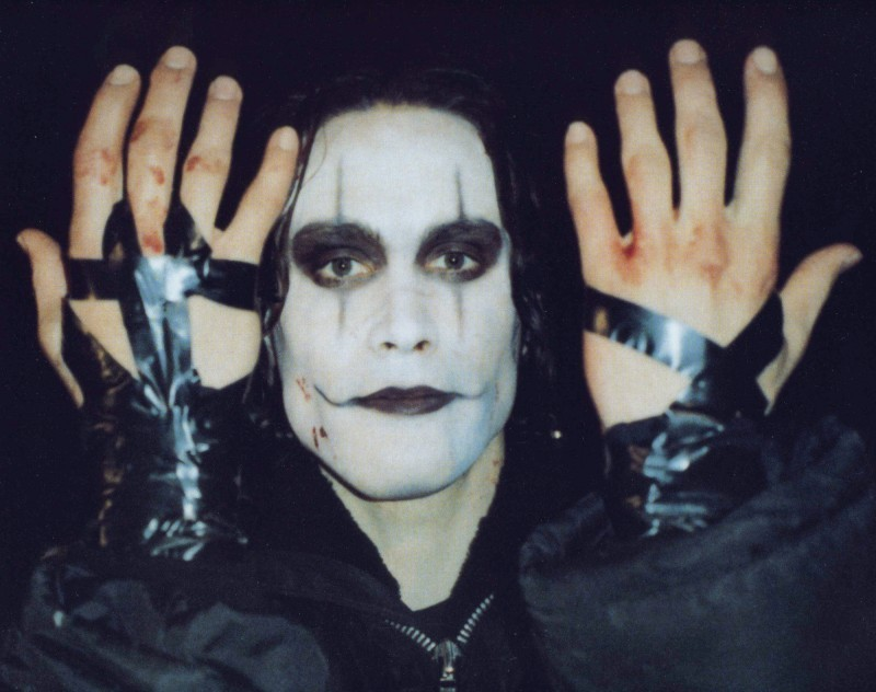 http://images4.fanpop.com/image/photos/16300000/The-Crow-brandon-lee-16397048-800-632.jpg