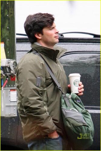 Tom on set Smallville