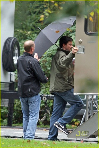 Tom on set Smallville