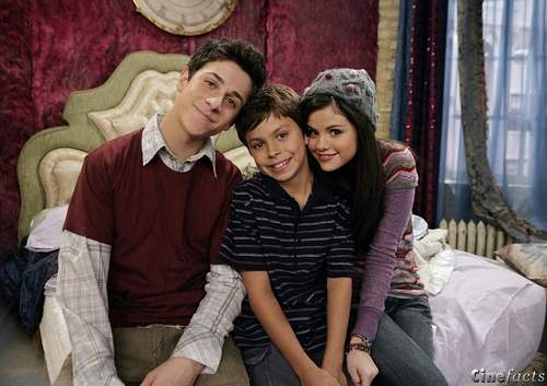 Wizards of Waverly Place wallpaper with a street called justin, max, alex