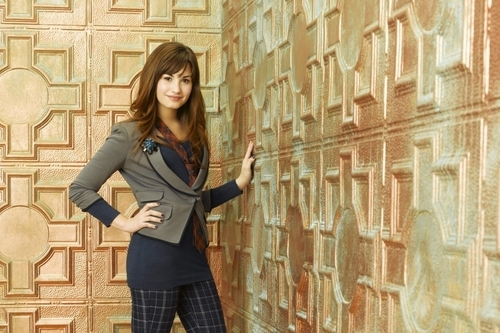 Sonny Munroe wallpaper containing a street, a well dressed person, and a brownstone titled sonny