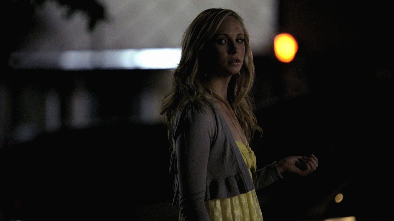 Damon & Caroline 1x02 Night of the Comet