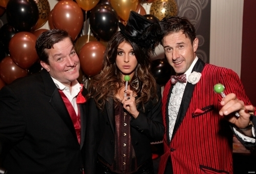 2010-10-23 Shenae Grimes And Jessica Stroup Celebrate Their Birthdays