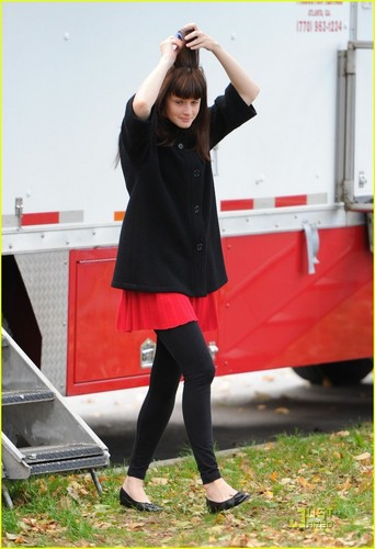 Alexis Bledel@ set of her new film violet & Daisy, on Friday (October 22)