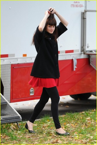 Alexis Bledel@ set of her new film 紫色, 紫罗兰色 & Daisy, on Friday (October 22)