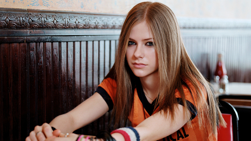 Avril Lavigne wallpaper probably with a portrait entitled Avril Lavigne
