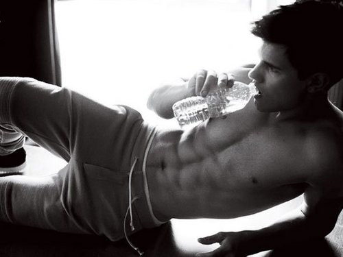 Taylor Lautner fond d'écran probably with a conque titled Baby