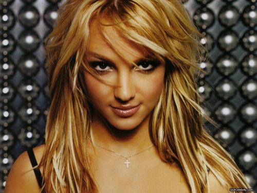 Britney karatasi za kupamba ukuta