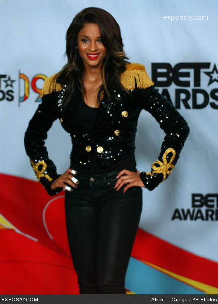 Ciara like MJ, I want a koti, jacket like this one!!!