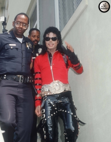 HELP US UNCOVER MICHAEL JACKSON'S NAME ON THE GARDNER 거리 SCHOOL AUDITORIUM SIGN