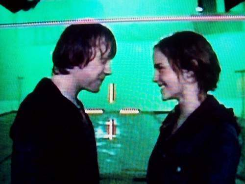 Hermione Ron BTS KIss in Deathly Hallows