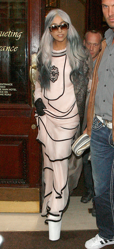 Is That 你 Grandma? Lady Gaga Goes Gray Haired & Covered Up In London!