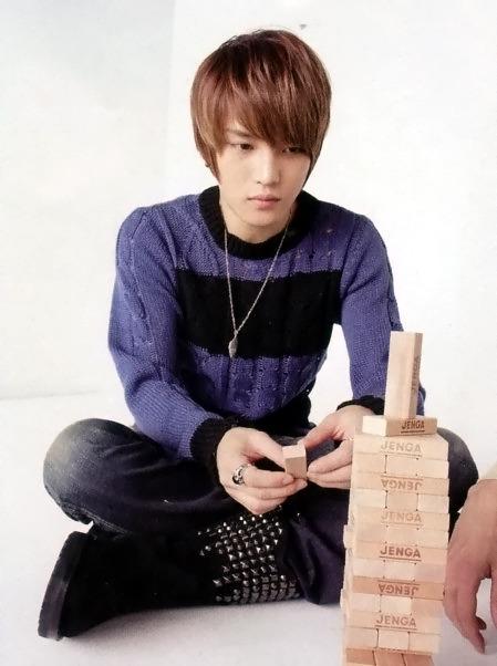 Jae play Jenga