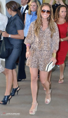 Jennifer Leaving a Medical Center with Lynda in Puerto Rico 10/17/10