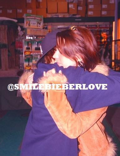 Justin&Pattie hug