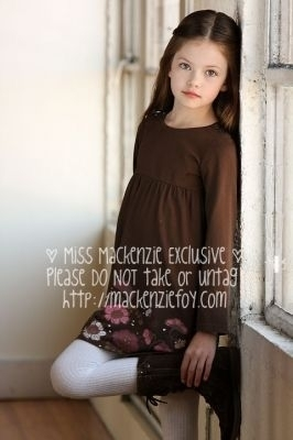Mackenzie Foy 壁纸 probably with a well dressed person and a portrait called Makenzie Foy - Photoshoot