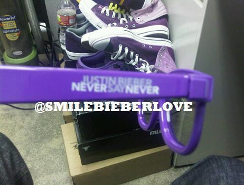 NEVER SAY NEVER 3D GLASSES - Justin Bieber 496x375