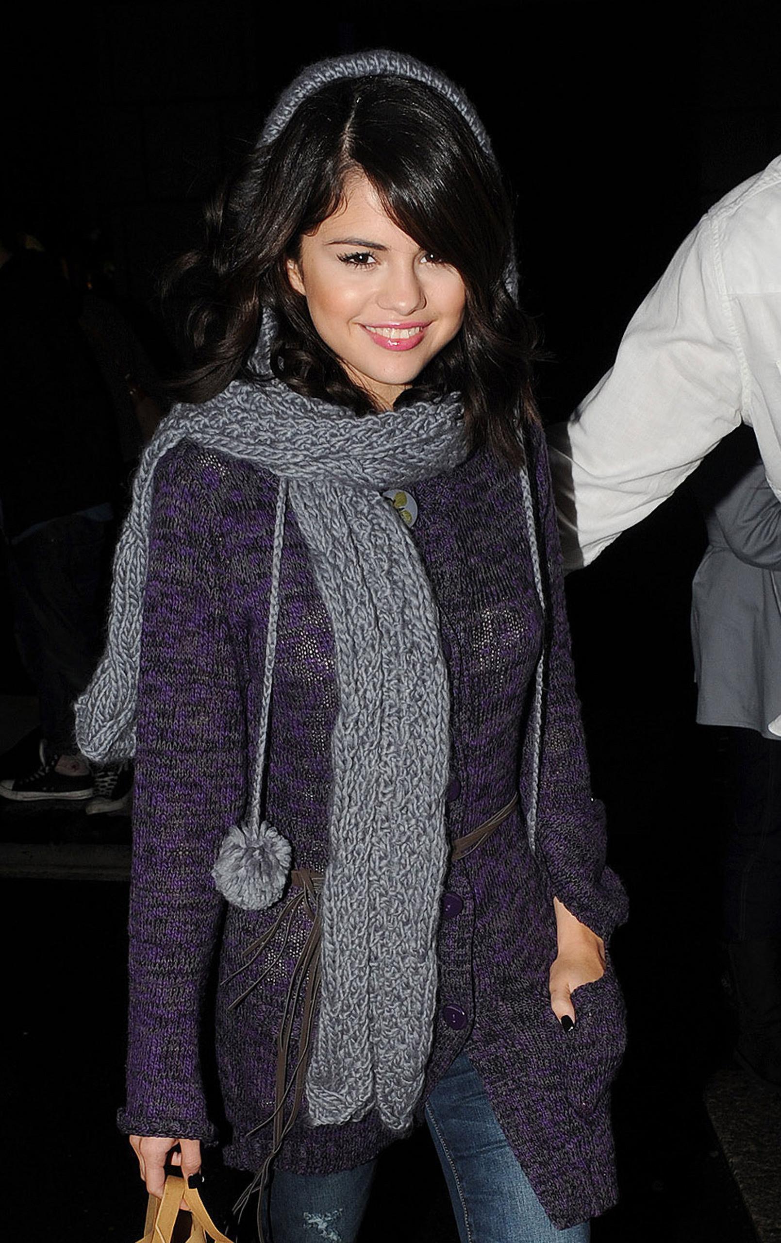 Selena Gomez Candids 2010 - Selena Gomez Photo (16406364