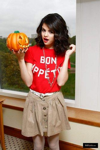 Selena Gomez фото