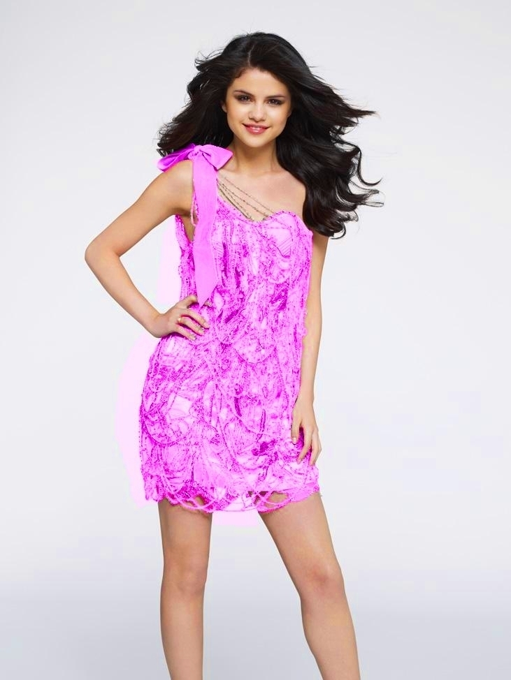 http://images4.fanpop.com/image/photos/16400000/Selena-Gomez-Photo-selena-gomez-16407562-731-974.jpg