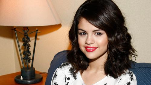 Selena Gomez वॉलपेपर्स