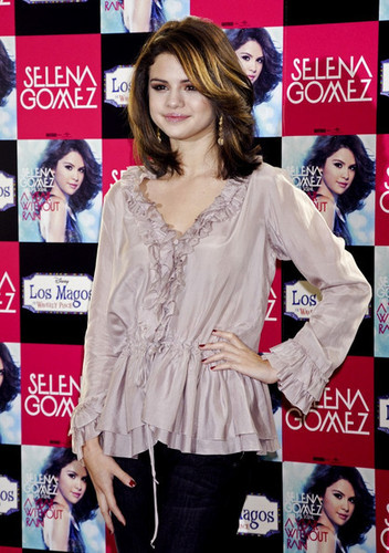 Selena Promotes 'A سال Without Rain' in Madrid
