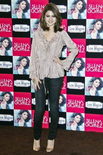 Selena Promotes 'A tahun Without Rain' in Madrid