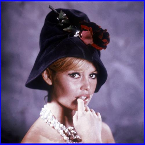 Brigitte Bardot karatasi la kupamba ukuta titled Sweet BB