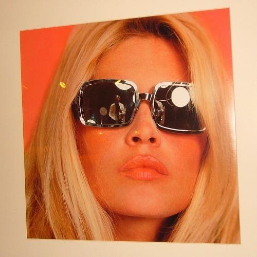 Brigitte Bardot karatasi la kupamba ukuta with sunglasses entitled Sweet BB