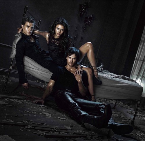 The Vampire Diaries - 3 in a bett - Promotional Foto (Textless)