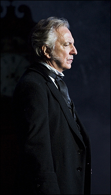 Alan Rickman karatasi la kupamba ukuta with a tamasha and a business suit titled alan rickman