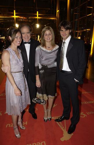 Fotos de la parejita - Página 10 Federer-girl-roger-federer-16460844-325-500
