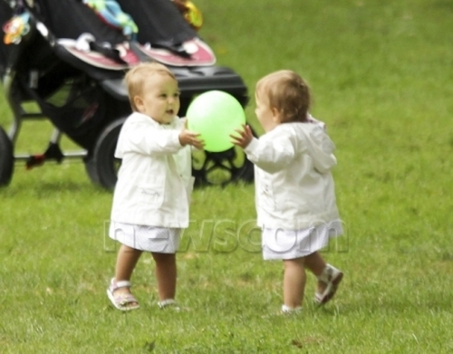 federer twins and ball