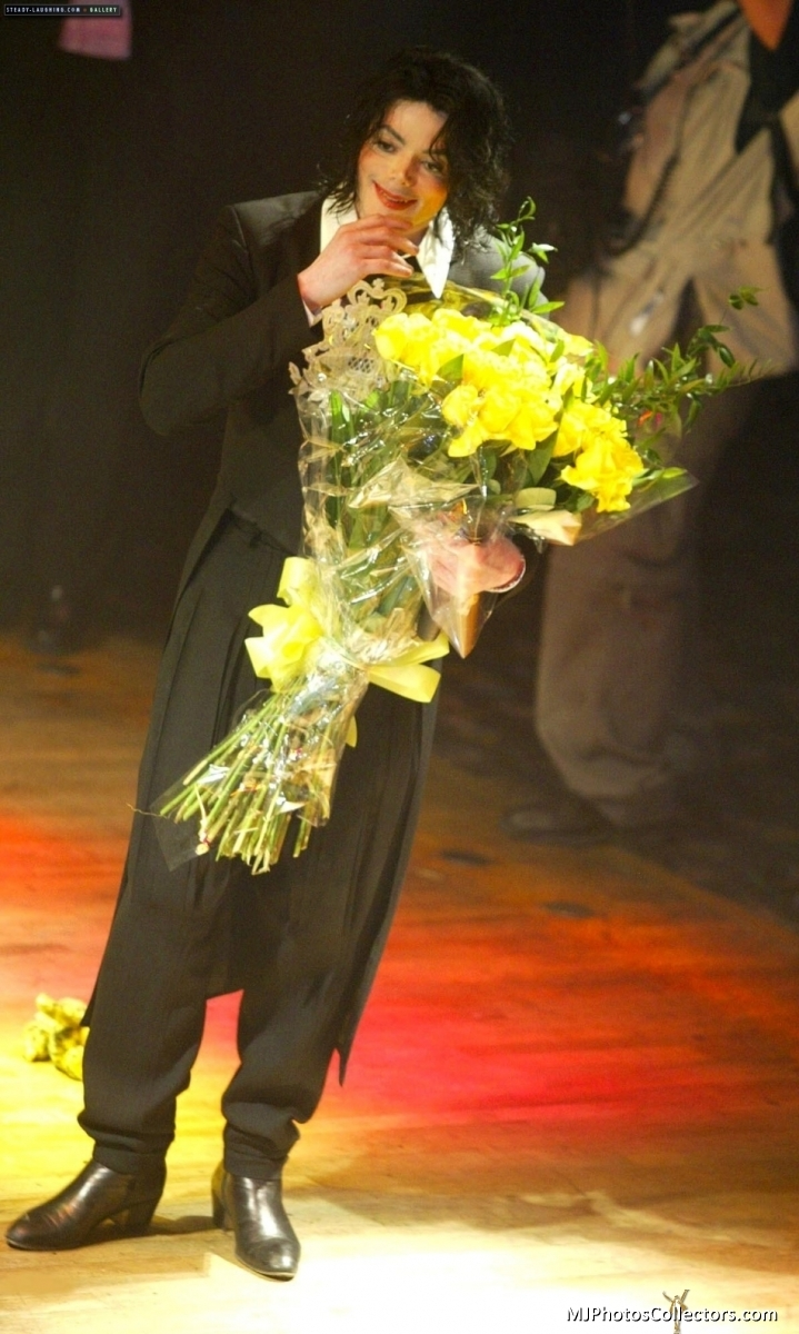 huge flowers - michael-jackson photo