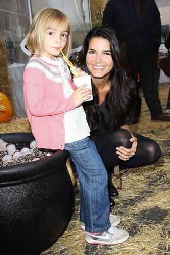Angie Harmon Unveils Her New sữa Mustache Ad