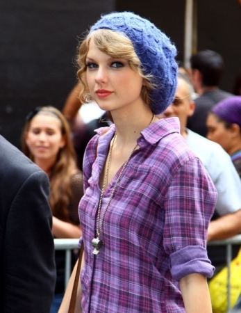 "Arriving to ""Late Show with David Letterman"" - taylor-swift Photo"