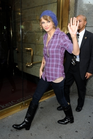 "Taylor Swift wallpaper probably containing an outerwear, long trousers, and a well dressed person titled Arriving to ""Late Show with David Letterman"""