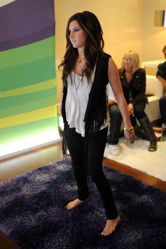 Ashley @ Kinect For Xbox 360 Launch Party