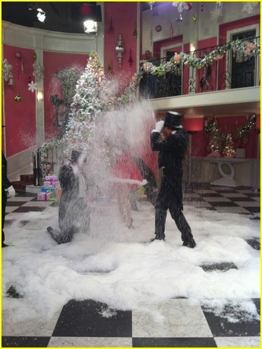 Big Time Rush - Christmas w/ Miranda Cosgrove