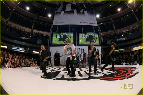 Big Time Rush @ Mall of America