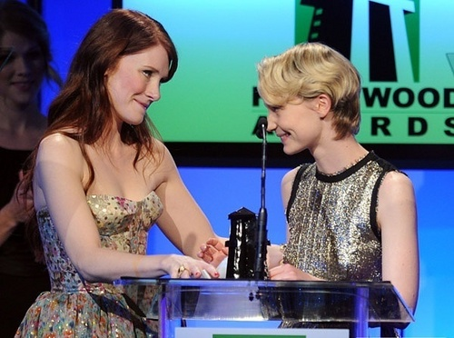 Bryce Dallas Howard پیپر وال possibly with a sign called Bryce D. Howard at 14th Annual Hollywood Awards (25.10.10g)